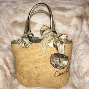 Rare find vintage Coach straw shoulder bag